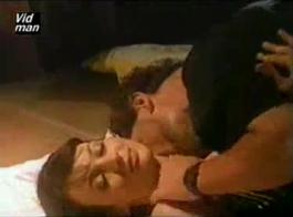 طراز كوغار قديم، ويندي القمر شاهدها امرأة سمراء صديقة اللعنة لها في الحمار، ثم كس يمسح من قبل الرجل بوف!
