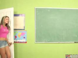 مدرس شقراء مفلس سخيف طالبها