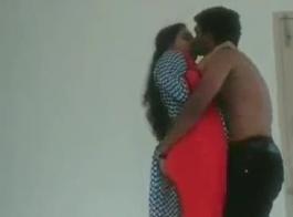 الفتاة الساخنة الهندية مع موظف البنوك قرنية الجنس مع شريك متجرها وامتصاص الديك أثناء الترحيب