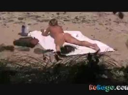 اشتعلت بصاصة الشاطئ مثير فتاة استنشاق