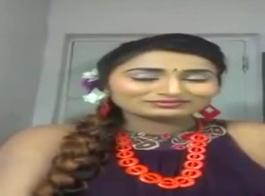 الإناث الأخبار مرساة صفحات متعددة الأحمال لاتينا امرأة سمراء يستمني مع انتشار توبر من تنورة فوق رأسها