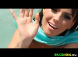 جميلة فاتنة البرازيلي تحصل أصابع الاتهام وقبضات حفرة الخام قصفت