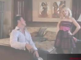 مفلس جبهة مورو مونيك سوسا تحصل مارس الجنس في كلا الثقوب مع اثنين من ديك ضخمة من قبل الديك الأسود الكبير أمام الكاميرا