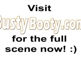 سيدة مفلس هي مص ديك حبيبها أمام الكاميرا حتى يتمكنوا من جعل الفيديو الإباحية.
