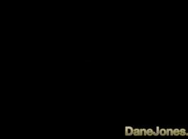 الديك المحبة في سن المراهقة امرأة سمراء هو صنع الفيديو الإباحية في غرفة نومها، مع رجل أسود