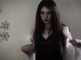 فاتنة الروسية مع الشعر مضفر هو الحصول على جرعةها اليومية من الجنس الشرجي لأول مرة