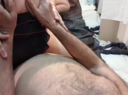 قرنية جبهة تحرير مورو الإسلامية في ليوبارد الزي الشرج مارس الجنس من قبل صديقها المستأجرة المتبادل