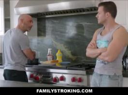 xnxx اخ واخته في المطبخ
