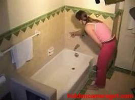 بنت مخفي حمام