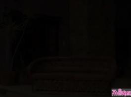 بودو ماك ينظف هنا بولين بيرسون الحمار الصغير الضيق مع دسار أسود عملاق