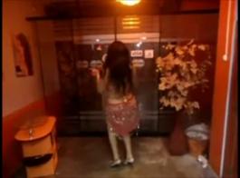 شخص يضغط على سامانثا على هذا الفيديو ؟؟؟؟؟؟؟؟؟