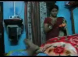 ربة منزل هندية مارس الجنس على ديك صغير يبحث عن نقطة الالتحام بسرعة.