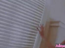 تجمع الصبي المرحاض عاهرة وقحة اللعنة من قبل زوجة بيضاء