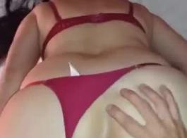 ثونغ الأحمر والحمار الكبيرة يحصل على نائب الرئيس أثناء ممارسة الجنس الثلاثي