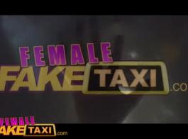 أنثى سيارة أجرة وهمية الآسيوية زميل في الحجرة سائق سيارة أجرة فم
