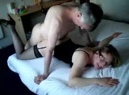 رجل وزوجة يرجى الحصول على واحدة مخنث في الأعياد 07