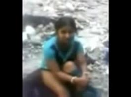 الهندي في سن المراهقة مارس الجنس في الصالة الرياضية العامة