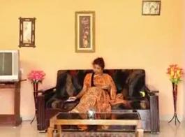 ديسي بهابهي تمتص ديك ويحصل على رؤية كاملة المتلصص الديك داخل بوسها الهندي ضيق