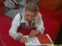 تقوم تلميذات مامي المثيرات بعمل واجبات منزلية شقية وطيار مصعد ناضج ماكي ماتسوكا