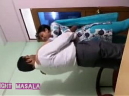 عرقي الهندي في سن المراهقة بخ اختراق مزدوج للهواة! أشرطة الفيديو الإباحية