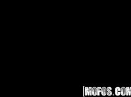 ضابط شرطة الأمن الأبيض يمارس الجنس مع فاتنة البريطانية ذات الشعر الداكن تشاد 17 توين بيكس دالاس