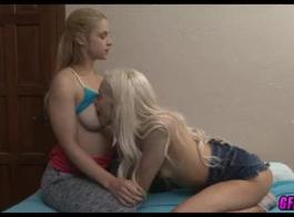 أشقر ناضجة وحبيبها قرنية يستعد ليمارس الجنس في غرفة نومها.