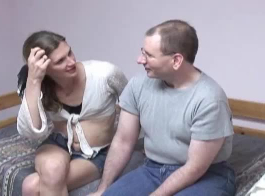 فتاة ضئيلة قامت بذل قصارى جهدها لإغواء رجل تحب، فقط لأنها تحب جسده.